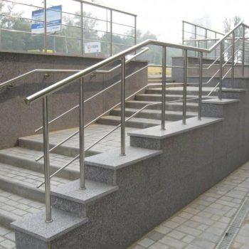 Уличные лестничные перила в Томске