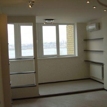 Объединение балкона с гостиной комнатой.