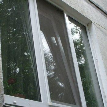 Москитные сетки на пластиковые окна.