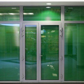 Алюминиевые двери в офис.