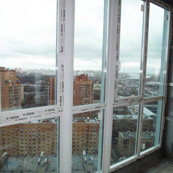 Французское остекление балкона профилем Рехау.