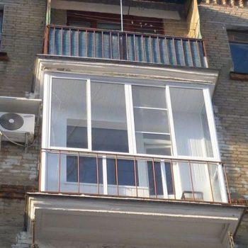 Остекление балкона алюминиевым профилем.