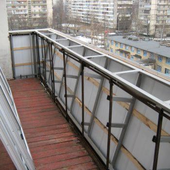 Расширение балкона по парапету.