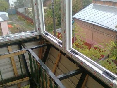 Остекление балкона с выносом по плите или парапету. Расширение балкона без перепланировки.