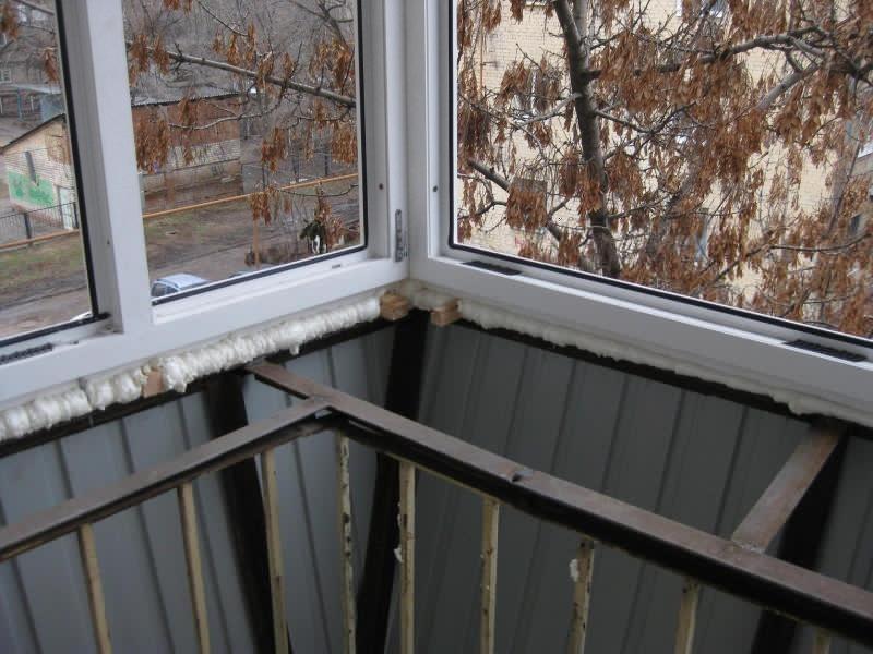 Остекление увеличение балкона. - пластиковые балконные - кат.