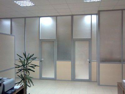 Купить пластиковую дверь Томск. Алюминиевые двери, двери ПВХ с завода. Низкие цены на алюминиевые и пластиковые двери с установкой. Скидки.