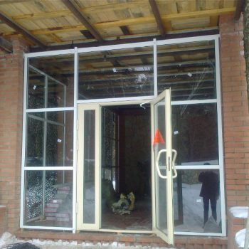 Алюминивые двери с термоизоляцией.