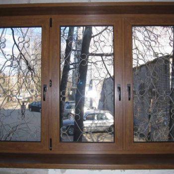 Пластиковые окна с ламинацией под дерево.