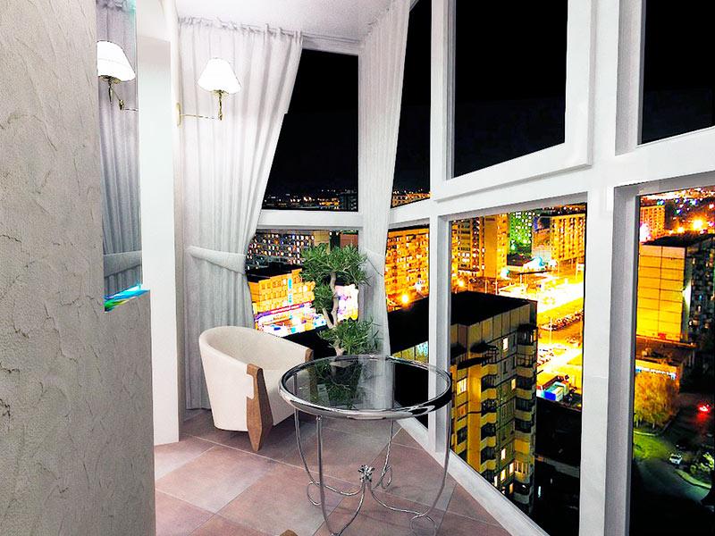 Остекление балконов в Томске. Французский балкон или панорамное остекление окнами в пол. Надежные окна ПВХ, безопасное остекление балконов.
