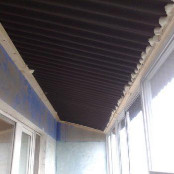 Крыша на балкон из ондулина.