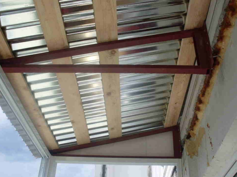 Как сделать крышу на балконе последнего этажа своими руками