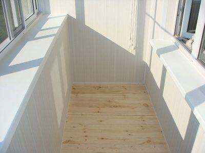 Отделка балконов внутри пластиковыми панелями, любые цвета и дизайн отделки.