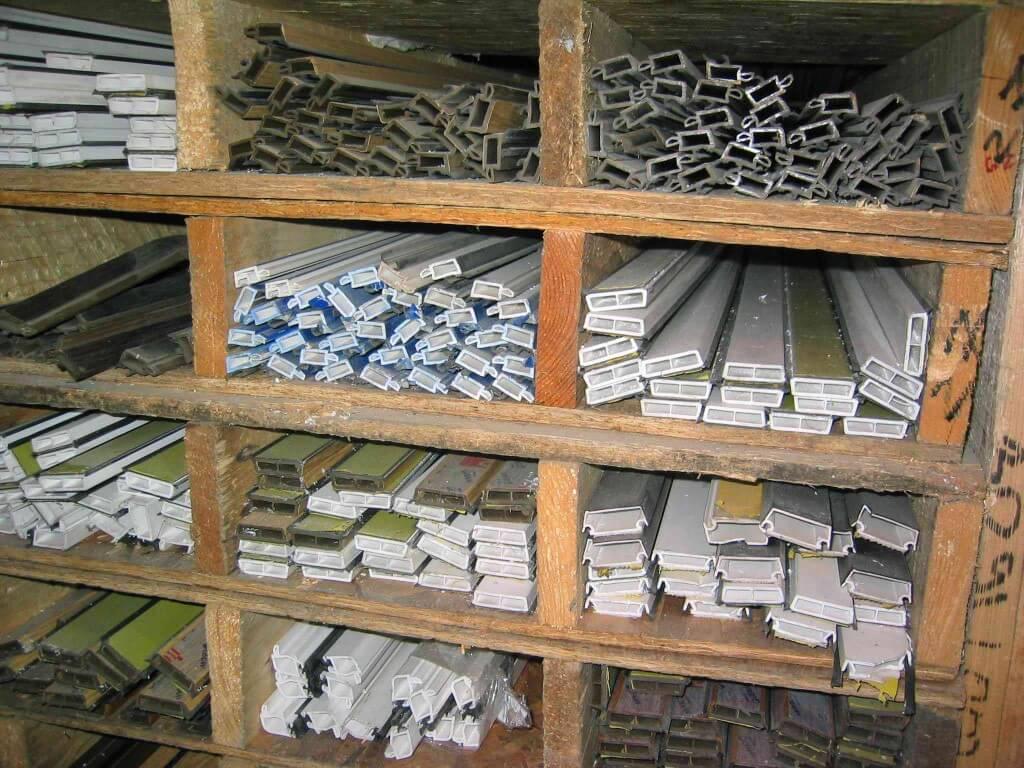 Производство пластиковых окон в Томске, оптовые цены на окна для дилеров и застройщиков. Огромный выбор аксессуаров и комплектующих окон пвх. Хотите стать дилером пластиковых окон уже сейчас? Позвоните нам!
